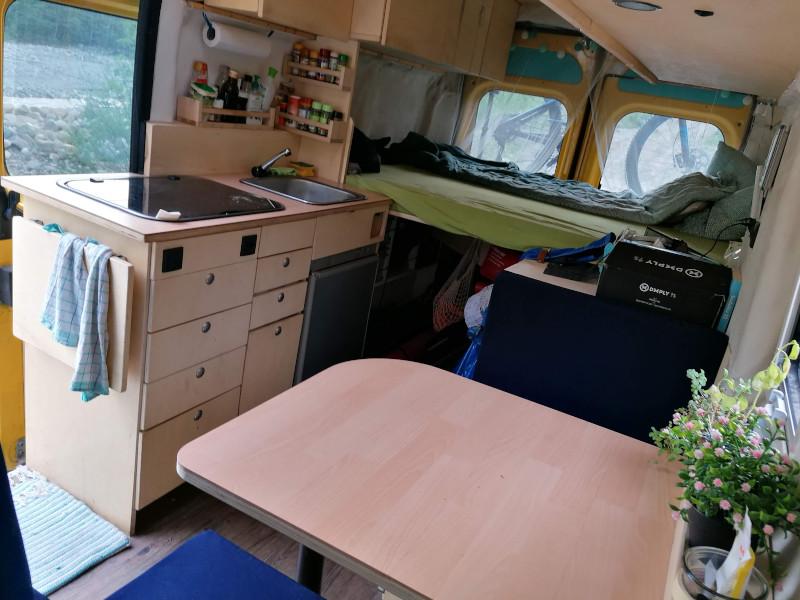 Innenraum vom Van heute nach dem Camper Ausbau