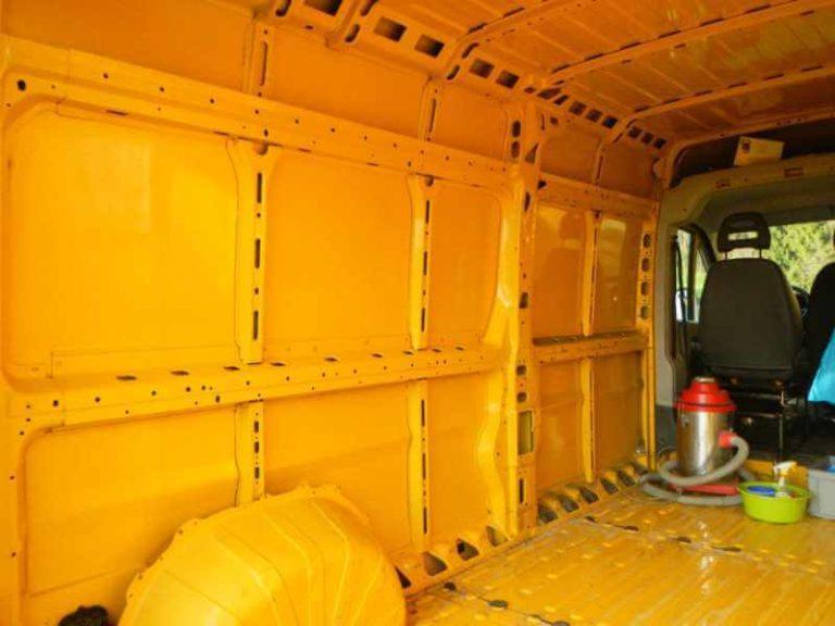 Karosserie vorbereiten: Seitenwände putzen