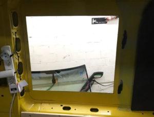 Ausschnitt Seitenfenster beim Camper Ausbau von Vronis Vanlife