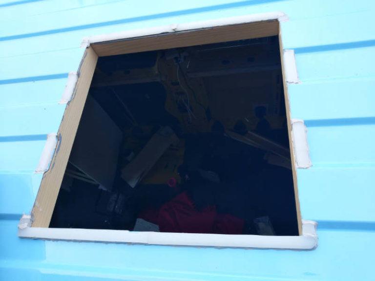 Gerade Fläche dank Schneidebrett für den Dachfenster Einbau des Camper Ausbau von Vroni's Vanlife