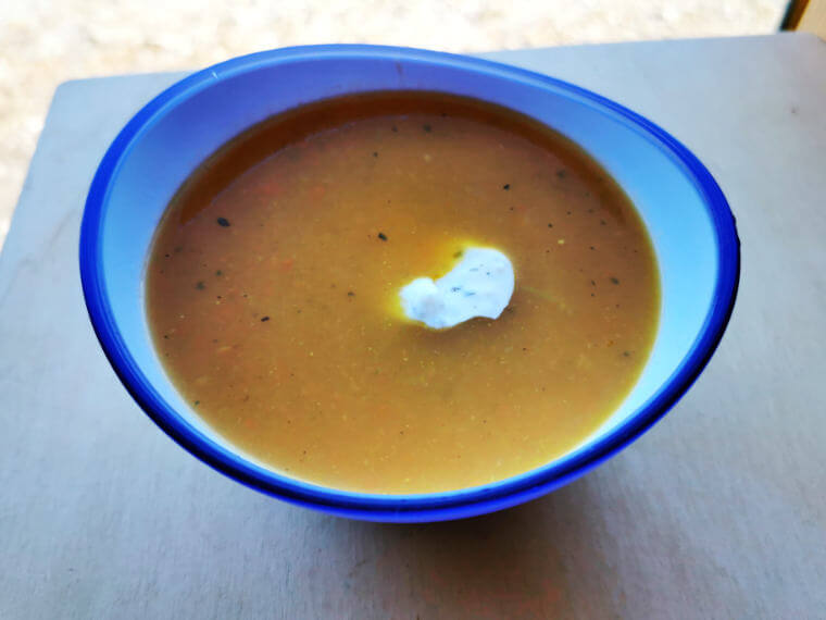 Fertige Kürbis Suppe, Rezept aus der Van Küche von Vroni's Vanlife