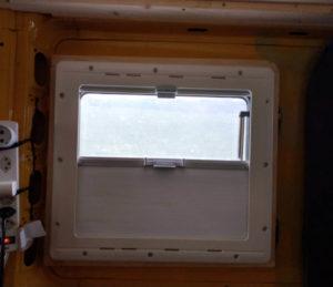 Fenster einbau vom Camper Ausbau von Vroni's Vanlife