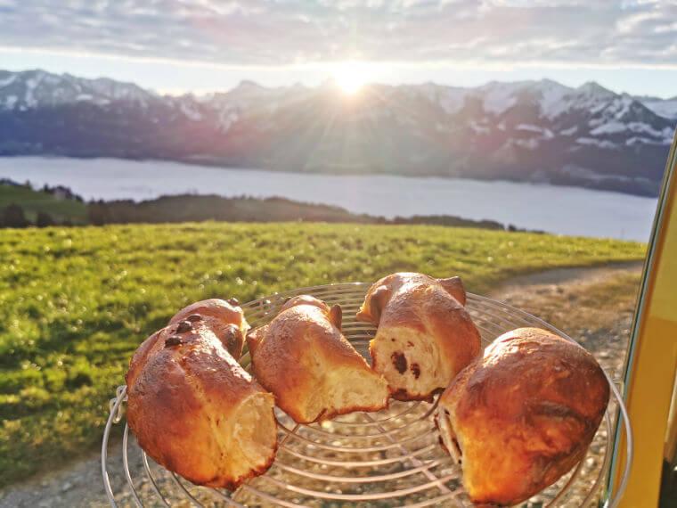Grittibänz zum Frühstück aus der Van Küche von Vroni's Vanlife