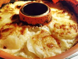 Fertiger Kartoffel Gratin (Nah Aufnahme), Rezept aus der Van Küche von Vroni's Vanlife