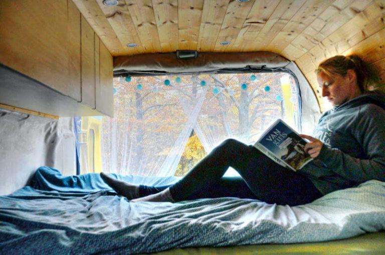 Buch Vangirls von Mandy von movingroovin.de als Weihnachtsgeschenk Idee von Vroni's Vanlife