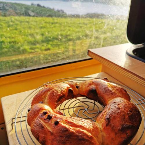 fertig gebackene Grittibänzen aus der Van Küche von Vroni's Vanlife