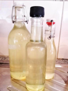 Fertiger Holunderblüten Sirup, Rezept aus der Van Küche von Vroni's Vanlife