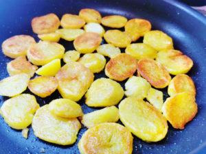 Kartoffeln in der Pfanne anbraten, Schmelz-Kartoffeln Rezept aus Vroni's Vanlife