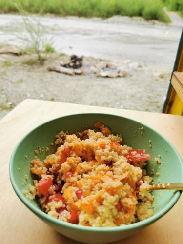 Aussicht mit CousCous Salat mit Karotten und Cherry Tomaten, Rezept aus Vroni's Vanlife
